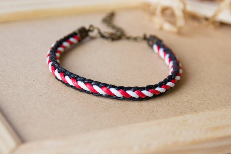 Two-tone piping / hand-woven bracelet