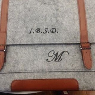 Customized name lettering service Lettering on your laptop bag After you order this order, please provide us with a quote and font about the lettering