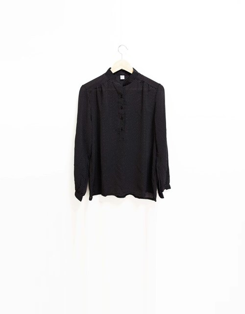 Wahr_black spot shirt