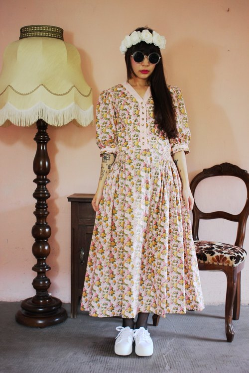 F1107 [Austrian traditional costumes] (Vintage) pink floral skirt big wave vintage cotton dress (wedding / picnic / party)