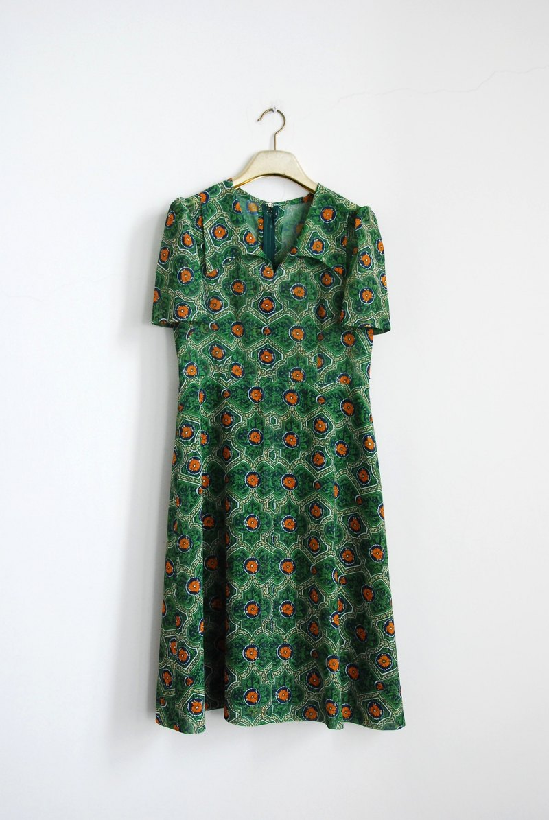 Vintage short-sleeved dress