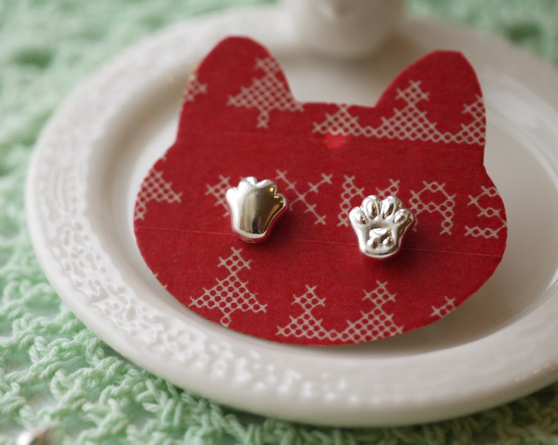 Handmade 925 sterling silver [cat meat palm meat ball earrings] hold the hand of the cat, and the cat is old (can change the ear clip)