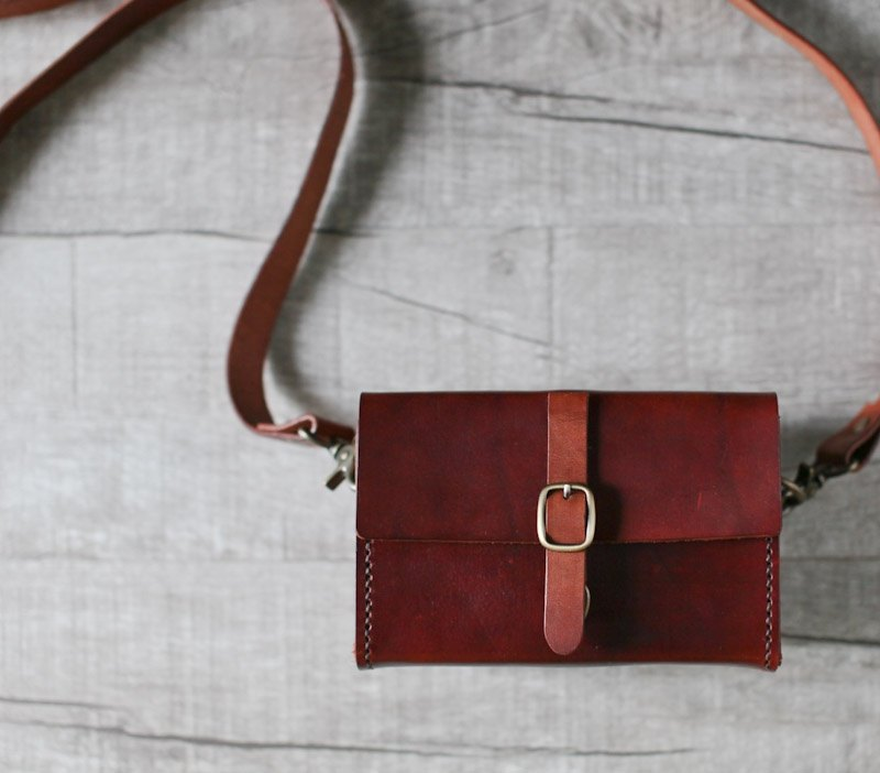 Classy brown Handstitched leather camera case
