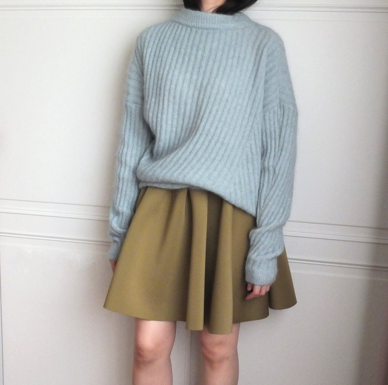 Blue sky high and low contrast knit turtleneck half (there are other weave pattern and multi-color selection)