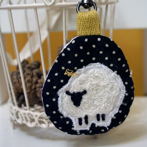[VicPLAYground] embroidery sheep key chain ornaments