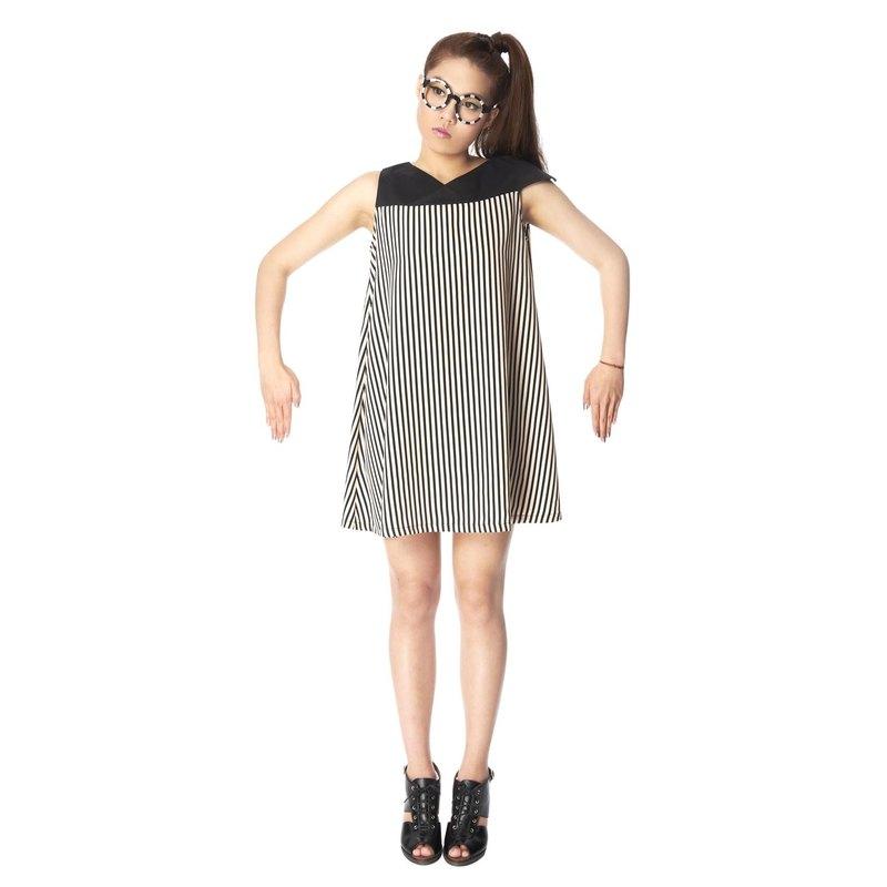 【top】_不對稱袖洋裝_