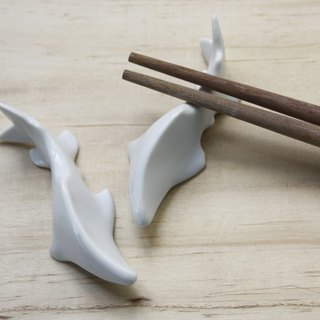 Taiwan cherry hook salmon: Taiwan's unique species of mountain elves series chopsticks stand