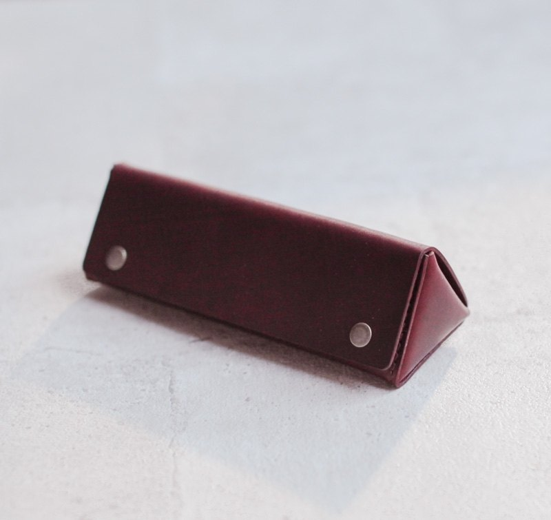 Triangle shape leather sunglasses case
