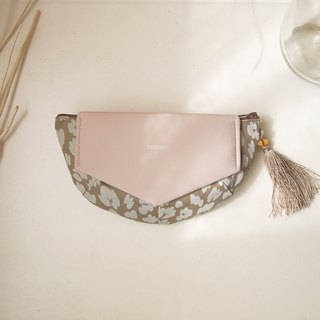 FLYING CLUTCH POUCH / light brown x smoky pink