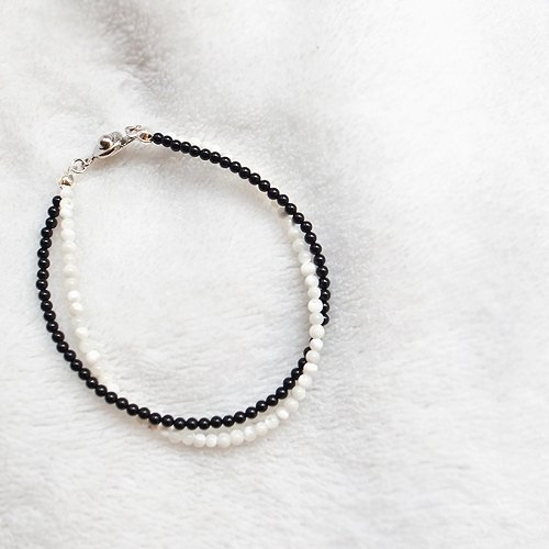 ☽ Qi Xi hand for ☽ [07260] paragraph black and white color thin chain bracelet