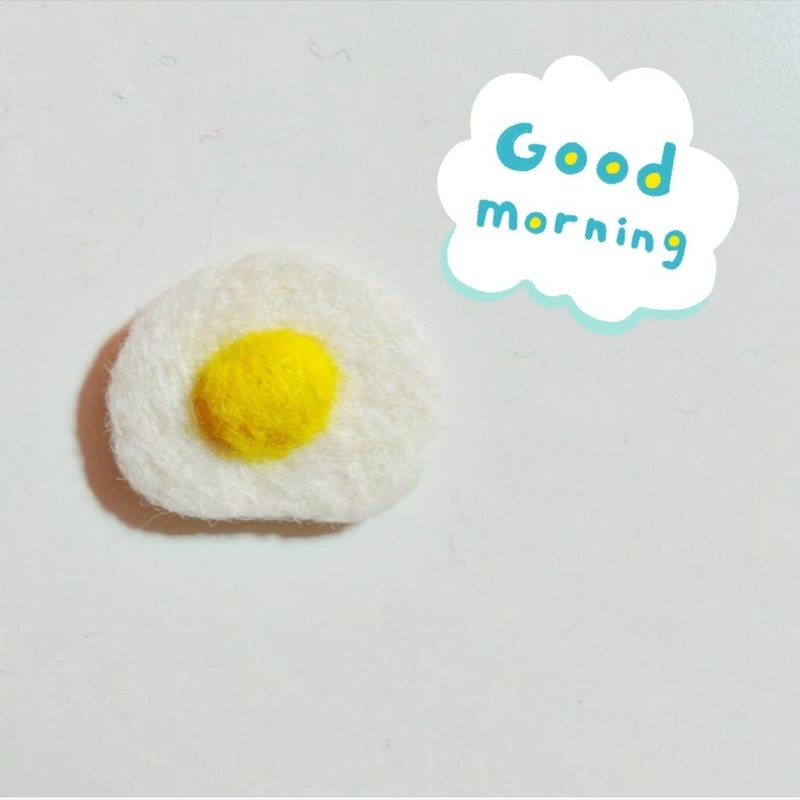 Mew in Wonderland ─ hungry series - wool felt brooch sun egg