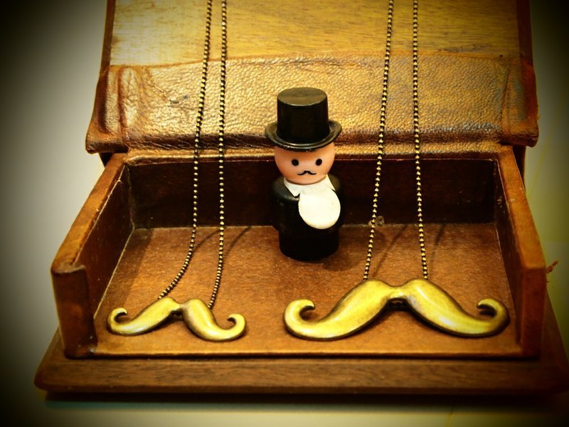 Mr. Alice Beard Mr. Moustache Necklace bronze necklace of gold (limited edition) mustache