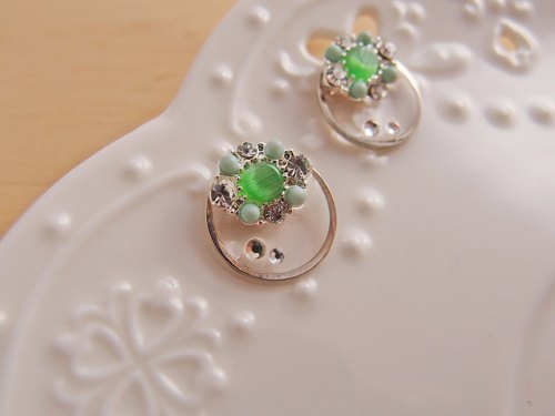 CCS ★ CR0129-2 - Green cat-eye stone earing, the earring type can be choosed between steel stud or U type clip.