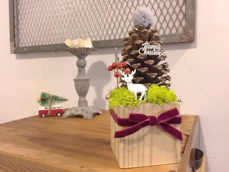 Christmas pinecone styling memo clip