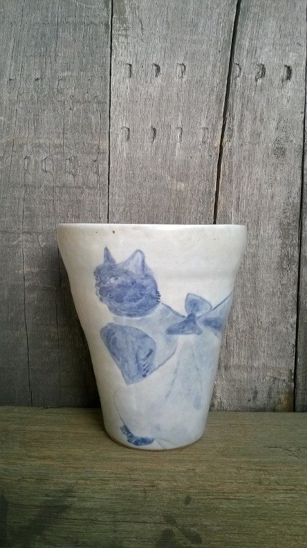 MOISTURE painted blue and white dress cat ˙ ˙ handle grip Cup