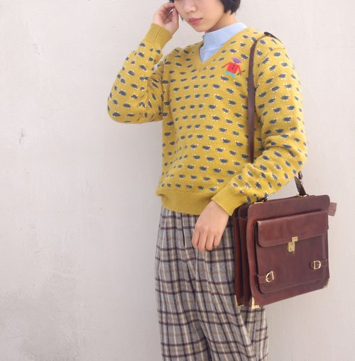 4.5studio- Geocaching vintage - retro mustard yellow robot Jacquard V-neck sweater