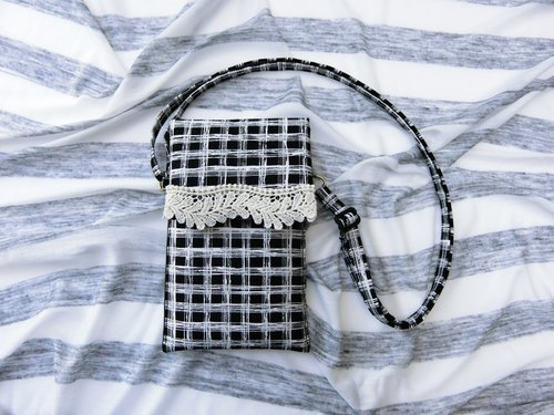 Black and white fashion - Mobile portable package