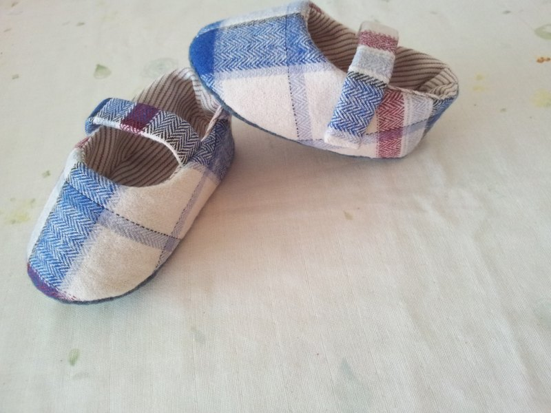 Red and blue lattice baby shoes