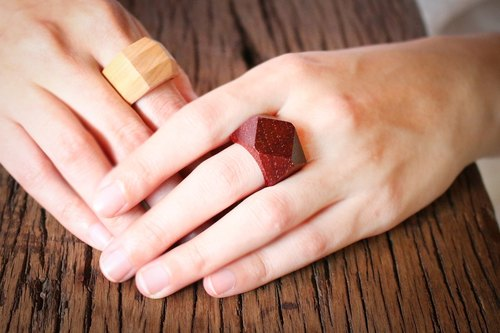 Diamonds shape wood ring