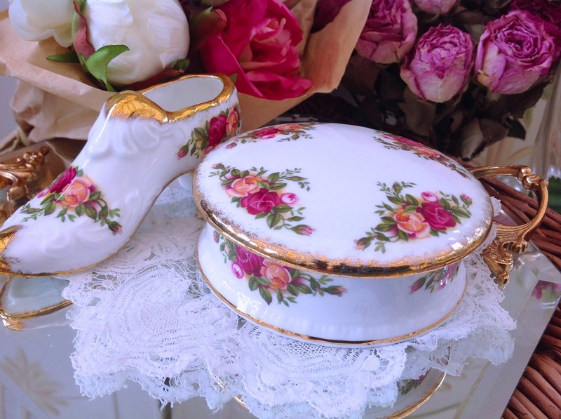 ♥ ♥ Annie crazy Antiquities British bone china - Royal Arbat Royal Albert 22k gold rose countryside, round jewelry boxes, jewelry boxes, candy