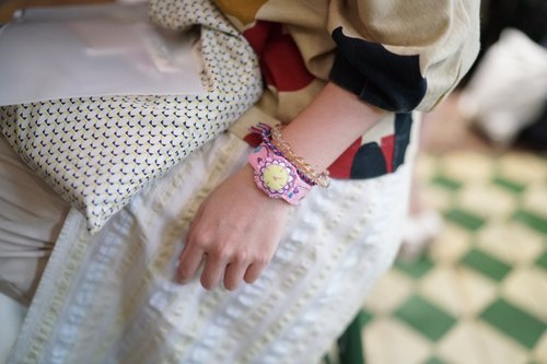 Hand-made embroidery color fake watches Bracelet Jewelry (Pink)