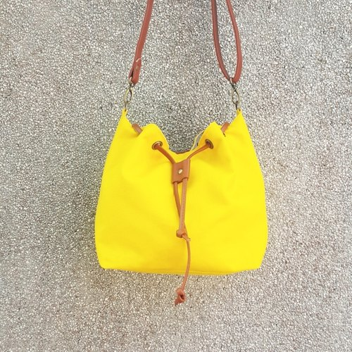 # 002 small canvas bucket bag, both sides can be back