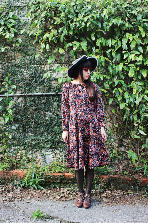 F717 (Vintage) black bow tie collar long-sleeved brown vintage floral dress