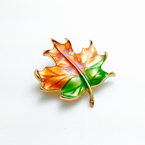 【】 Sang】 【autumn Feng Feng fairy tale. Maple leaf shape. Handmade glaze brooch