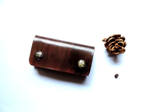 Hand-dyed dark brown vegetable tanned leather key cases