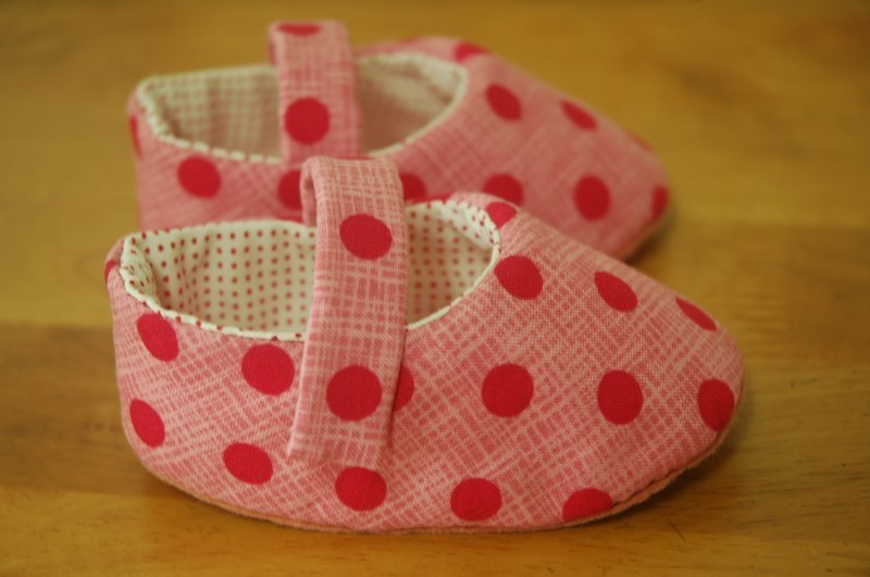 Foundation little red baby shoes