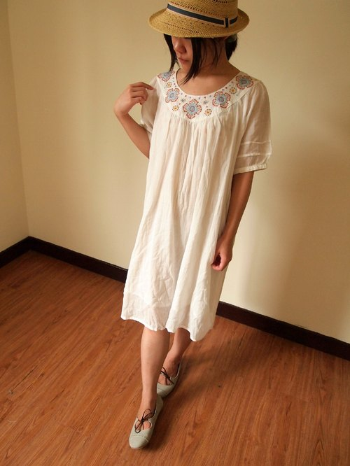 purin select shop (Japaindia) petal snowflake embroidered dress
