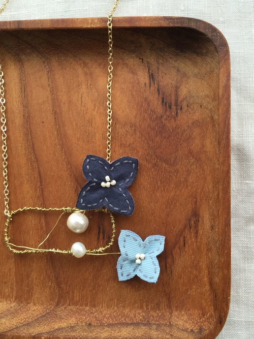 [Bluesy Mod] --- Slender Silhouette floret with pearl necklace. Young brass wire shear flower necklace (BSS 5)