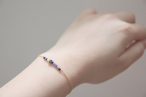 Dark blue winter / Gems string of fine gold bracelet