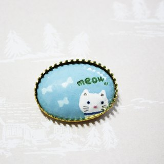meow white enamel brooch winter --- Limited