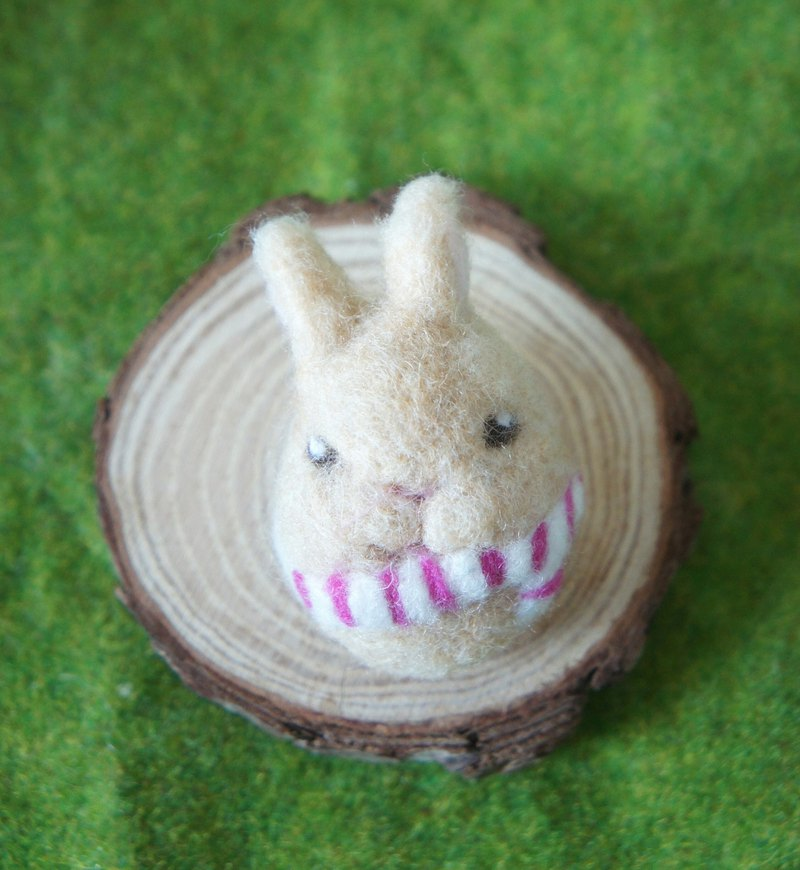 [Fur rabbit] wool felt scarf rabbit pin / brooch custom