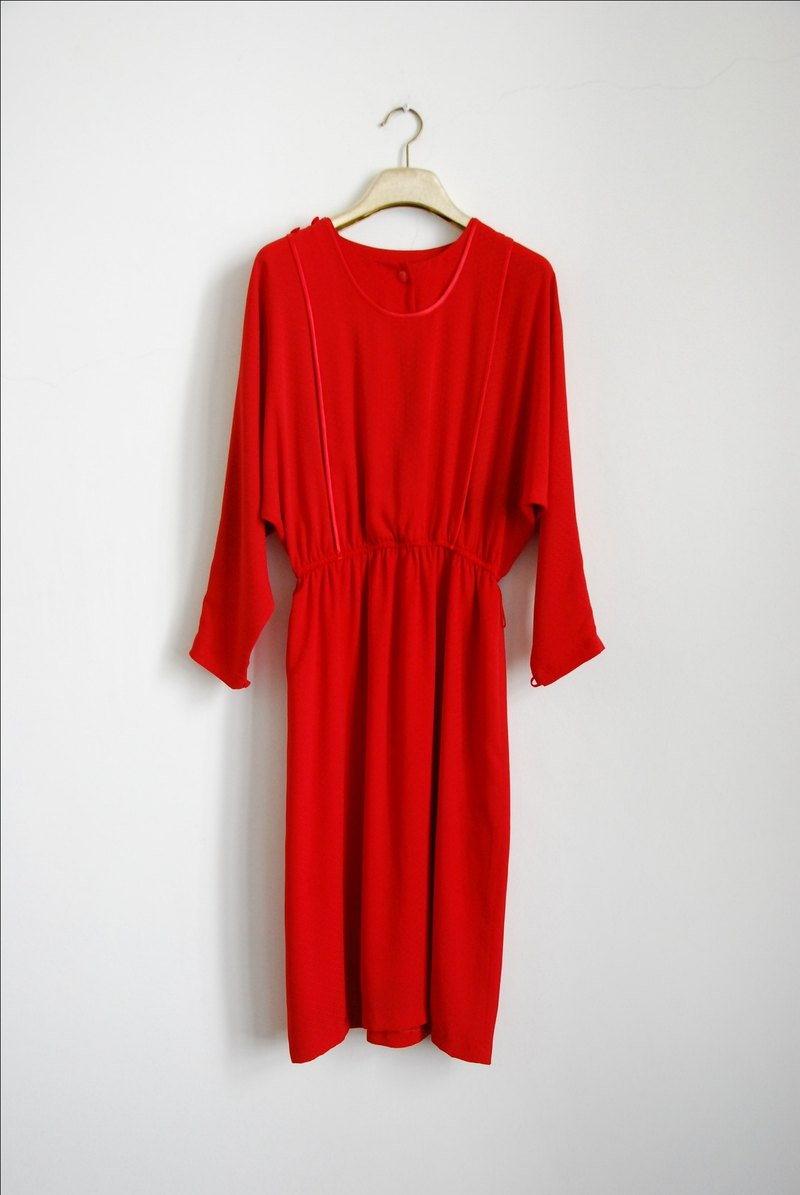 Radiant flying squirrel sleeve vintage dress