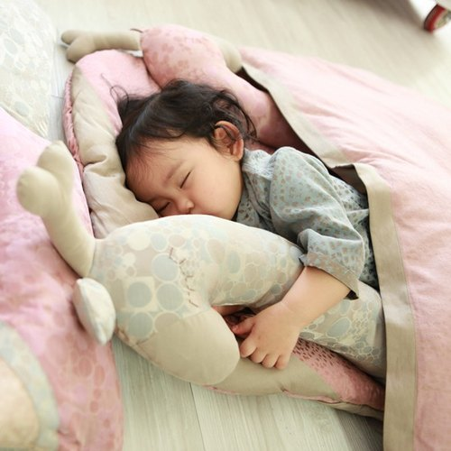 [KAKIBABY] patented natural persimmon dyed cloth - giraffe hug pillow (blue)