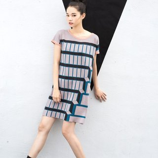 Staircase Short Sleeve Knitted Shift Dress