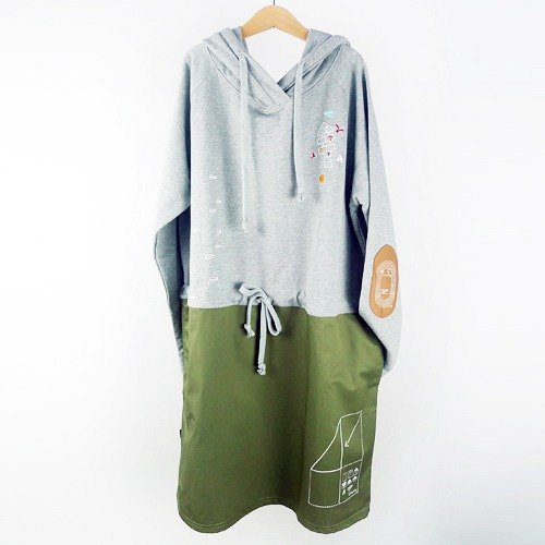 : Urb [hopscotch paper airplane] sleeved hooded / Drawstring patch.