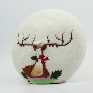 Christmas gift original handmade wool felt beret painter cap needle felting perspective deer - white