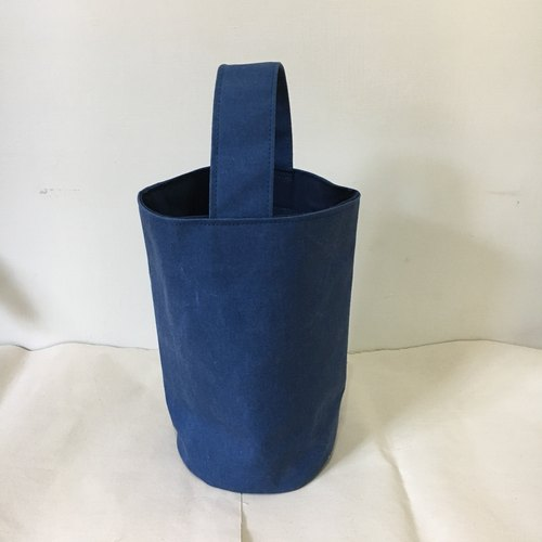 Light bucket bag, washed blue