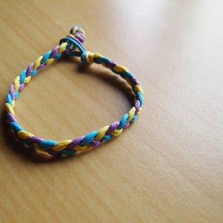 The initial move / hand-woven bracelet