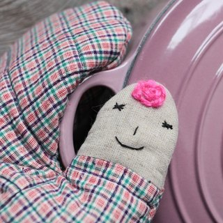 Brut Cake handmade textiles - Kofu smile insulated gloves (pink hair)