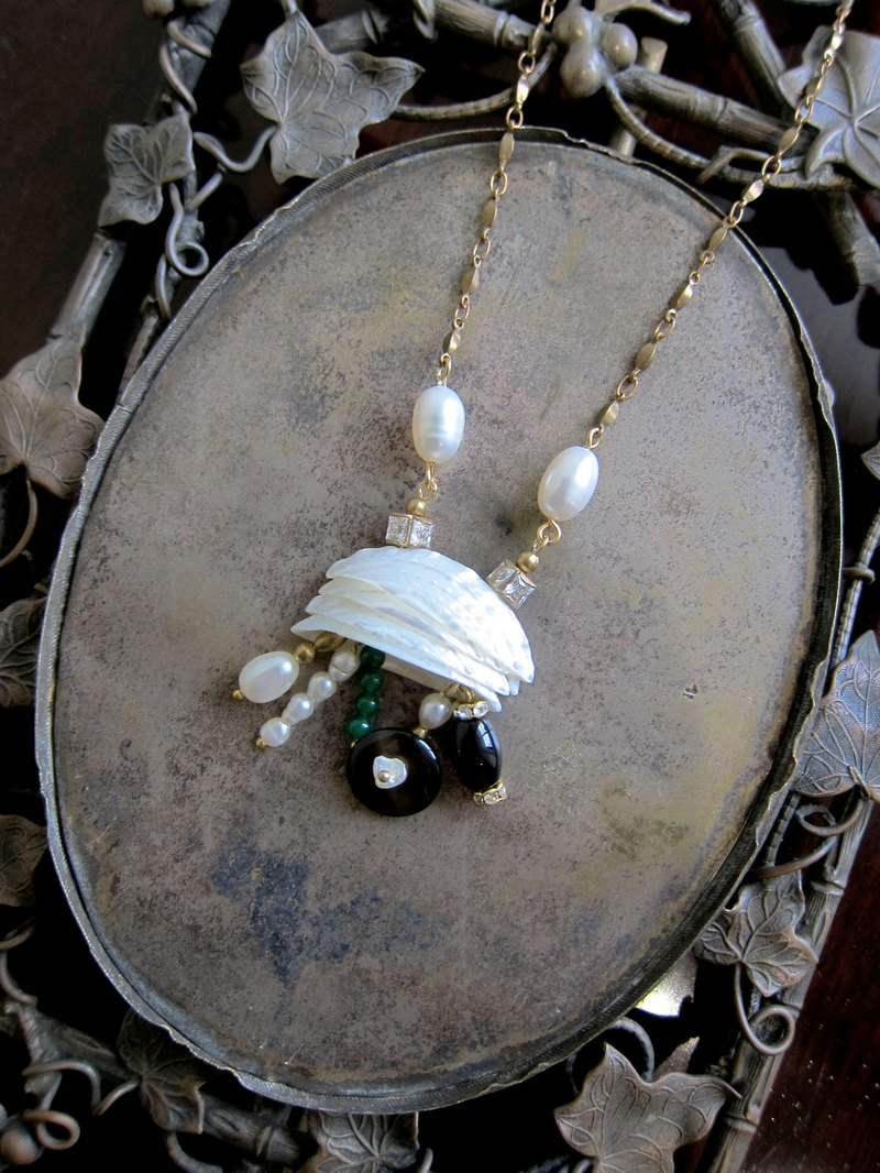 ∴Minertés = Q version of the crab - ‧ pearl shells, zircon brass necklace ∴