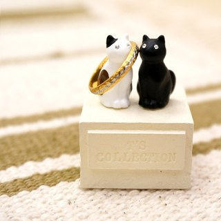 Two good little cat ring station - three flowers × black ring ring seat home display full sense of healing to cure small things Japanese handmade Christmas ornaments furnishings exchange gifts a good choice