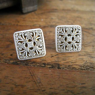 Time Travel【vintage handmade earrings :White carved】
