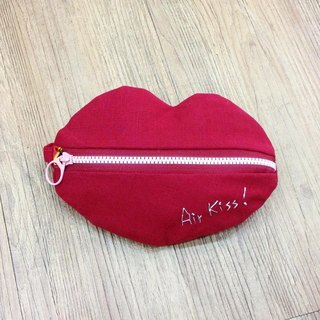 [Chirp one! ] Bright red lip color hand bag cosmetic bag purse