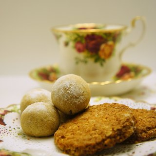 Hand dessert - Honey Brown Sugar Oatmeal Cookies