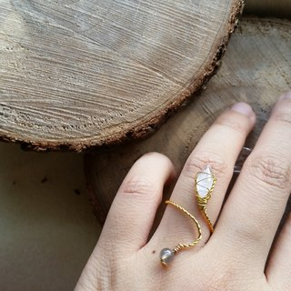 Moonlight stone / moon stone, blue feldspar gold-plated ring please ask ring size when order gold-plated Silver-plate chain Ring with moonstone and labradorite