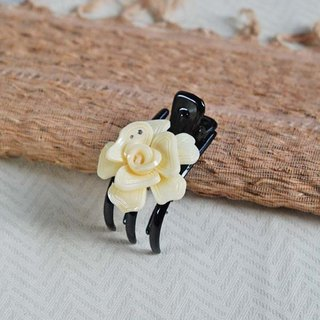 Magnificent dance, flower three-claw clip, strange hand clip, grab clip-tooth white